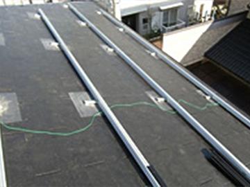 ソーラーパネルを固定する台を設置